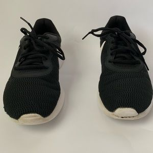 Black and white nike women shoes